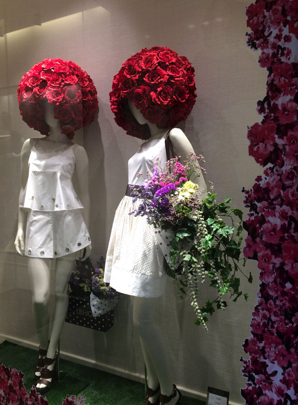 temps-de-flors-ship-window-rose-wigs_urbangardensweb