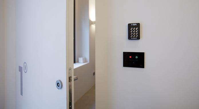 Urben-room1_porta