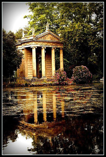 407px-Villa_borghese_tempio