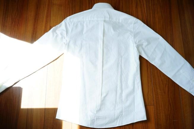 ディストリクトのシャツの背面