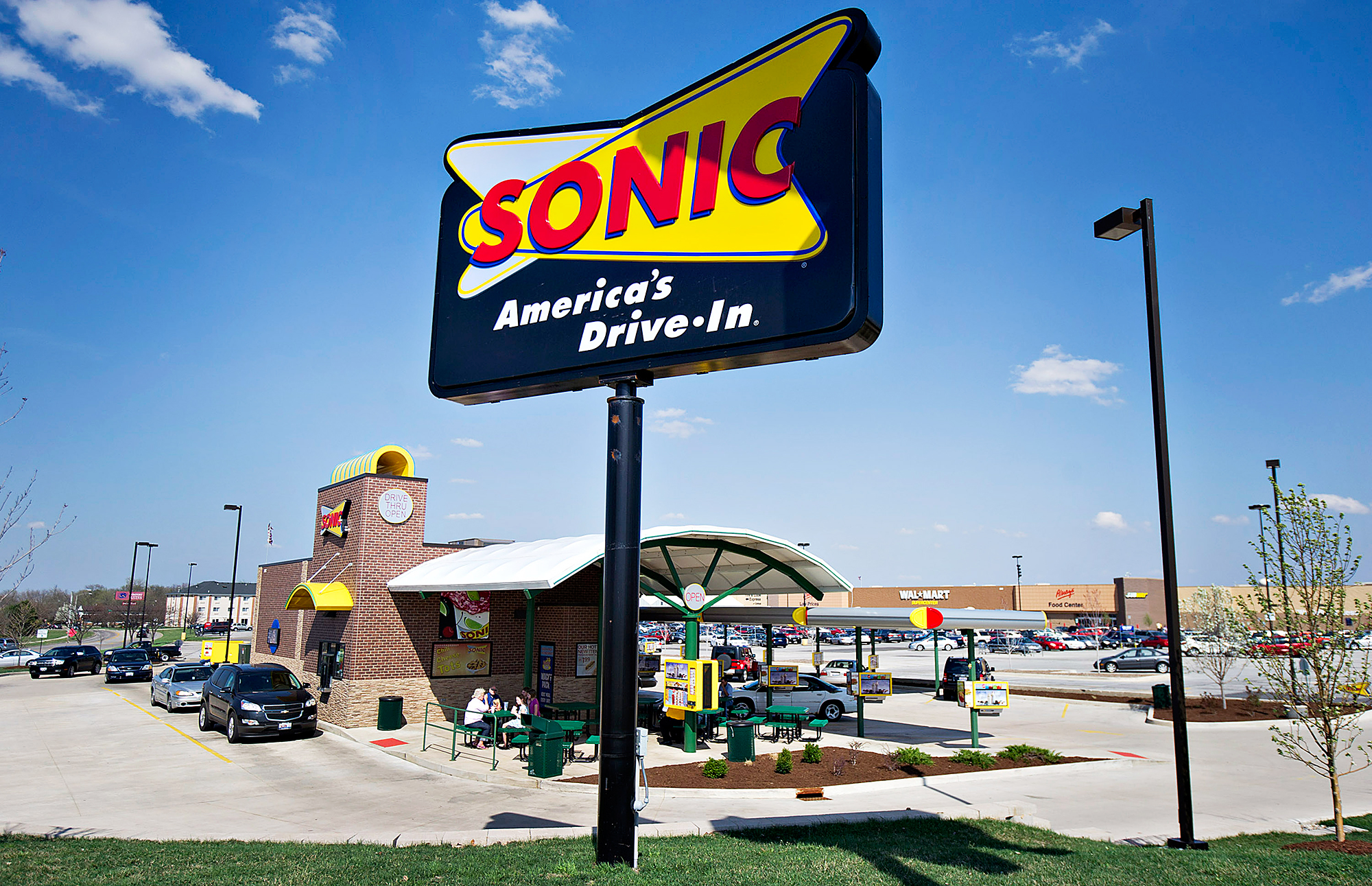 Flossy Via Getty Images Sonic Releases Pickle Juice Divides Twitter Sonic Slush Flavors Pickle Sonic Slush Flavors Polynesian Punch A Sonic Restaurant nice food Sonic Slush Flavors