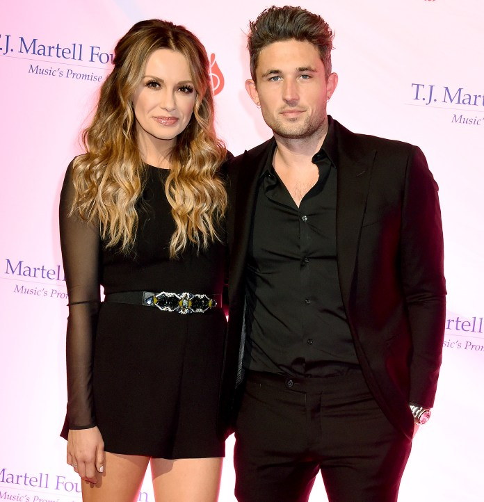 Carly Pearce Performs Breakup Anthem at CMAs 2020 Amid Michael Ray Divorce