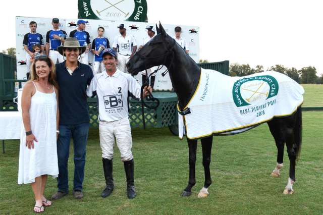 Best Playing Pony: Maní presented by Cindy Gooding, pictured with Martin Eddy and Marcos Onetto.
