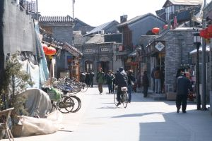 1024px-Beijing_hutong_area_1