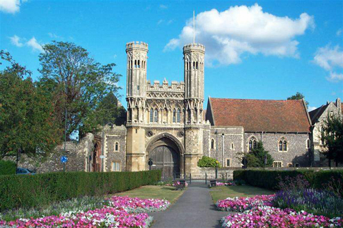 Remains of Augustine Abbey, Canterbury By User Willhsmit on en.wikipedia (own-work) [Public domain], via Wikimedia Commons