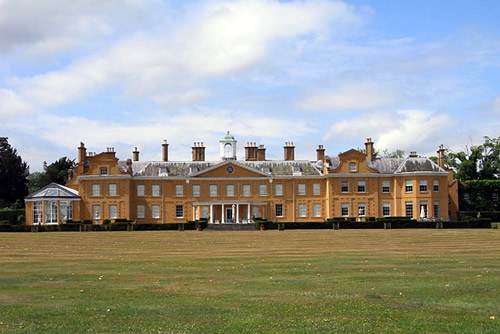 Stratfield Saye House, Hampshire - the nation's gift to the Duke of Wellington Andrew Smith [CC-BY-SA-2.0 (http://creativecommons.org/licenses/by-sa/2.0)], via Wikimedia Commons