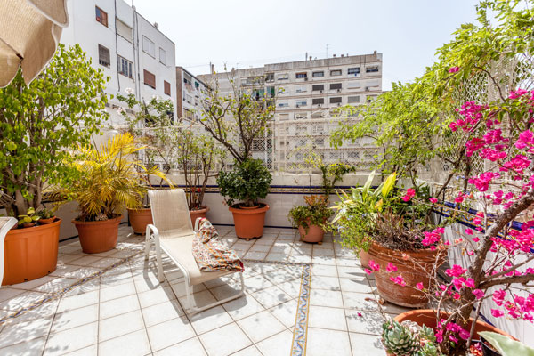 BEAUTIFUL FURNISHED APARTMENT FOR RENT, 3 BEDROOMS, PRIVATE TERRACE AND  PARKING IN THE CENTER OF VALENCIA, SPAIN