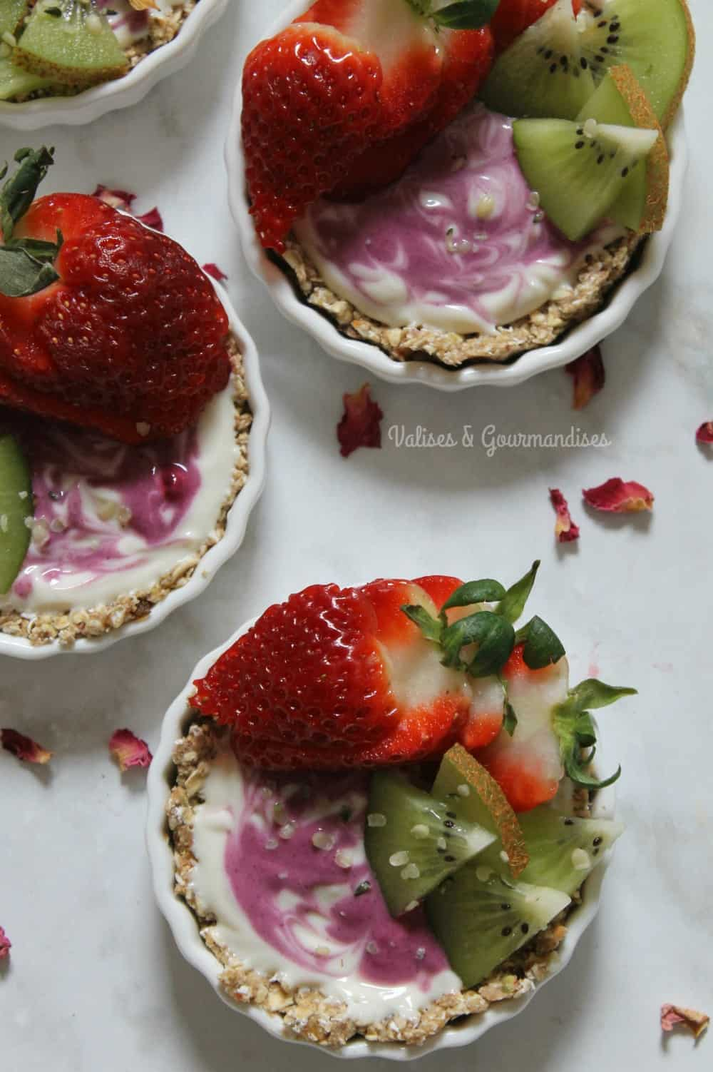 These yogurt and granola tartlets are perfect for breakfast - Valises & Gourmandises