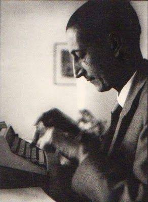 Salazar Bondy escribiendo