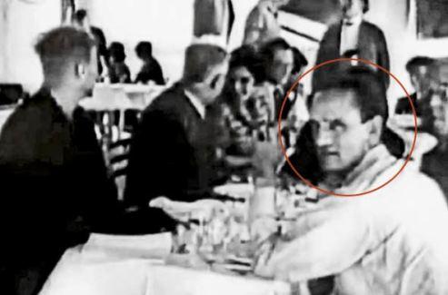 César Vallejo en almuerzo. Destacado en círculo rojo.