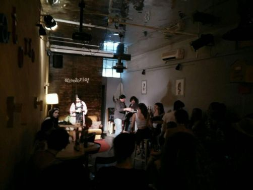 """Bar """"Aleatorio"""" en Madrid, punto de reunión."""