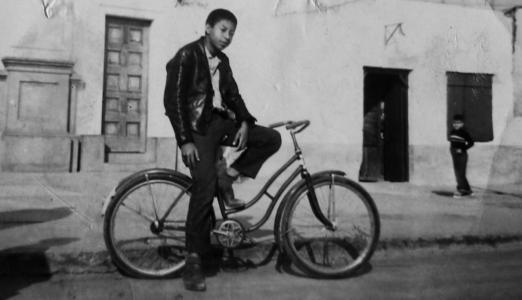El poeta Enrique Verástegui en su juventud. Cañete, apróx. 1965. Archivo familiar