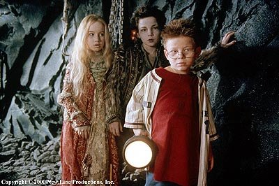 anna_popplewell_rollo_weeks_jonathan_lipnicki_richard_e_grant_the_little_vampire_001