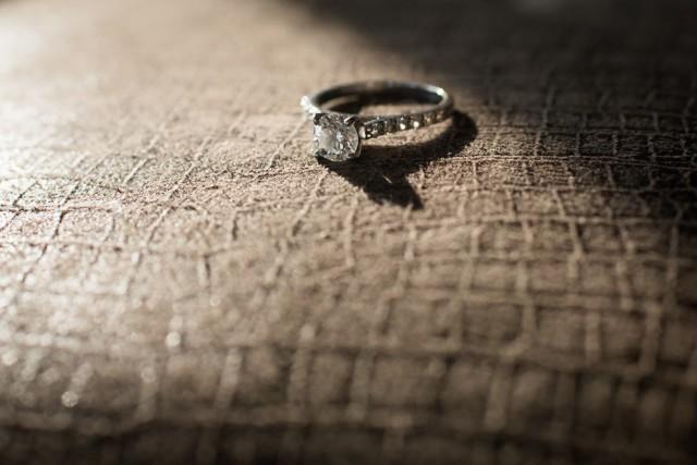 Anillo de compromiso con diamantes