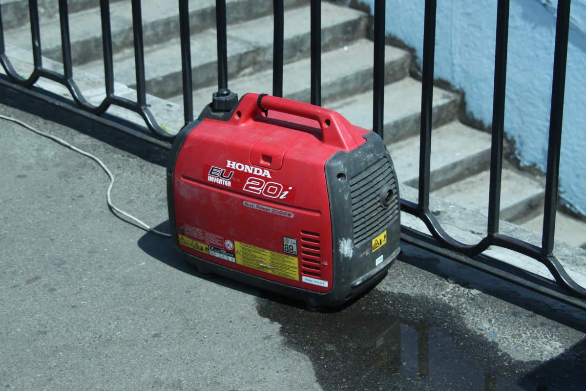 Generador eléctrico honda rojo 20i