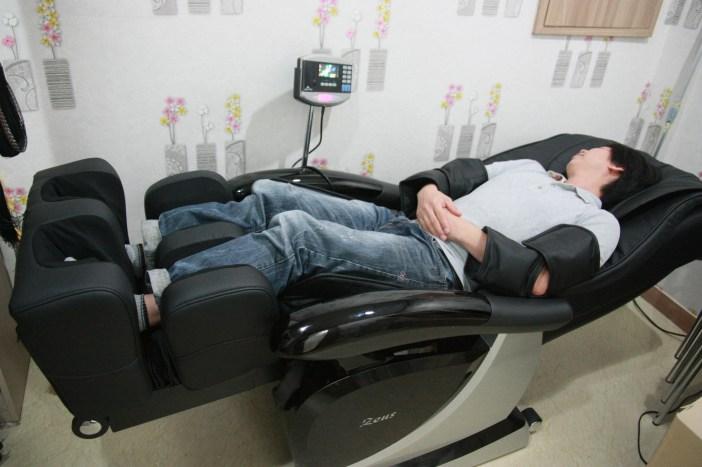 안마 의자에서 오수를 즐기다!