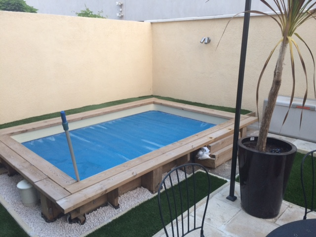 Amenagement mini piscine en bois - Petite piscine semi enterree ...