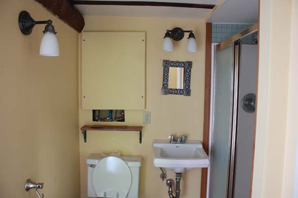 bathroom_before
