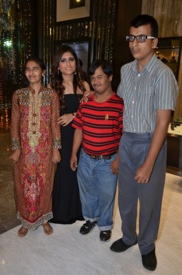Vandana Jagwani with kids from Mann Foundation