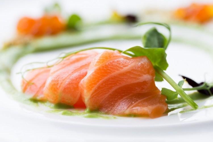 Salmon sashimi, Midori