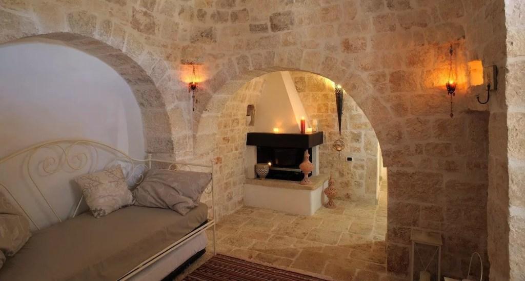 Alberobello dove dormire in un trullo in valle d 39 itria for Interni ristrutturati