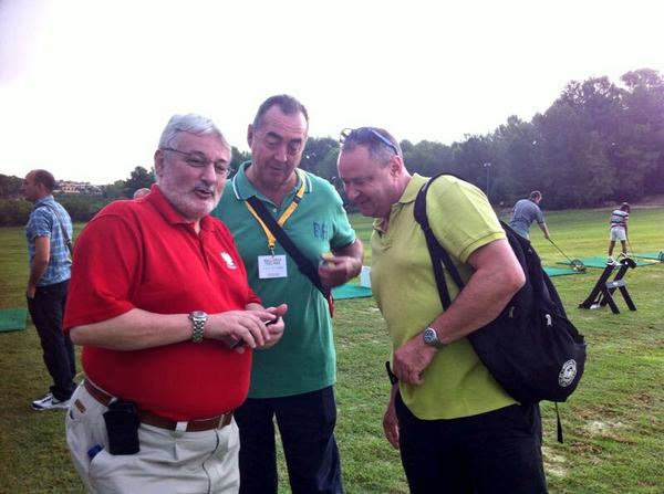 Golfistas multicolores
