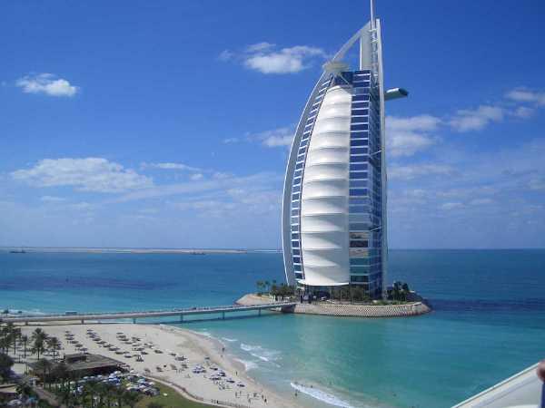 Hôtel Burj Al Arab, au milieu des flots  hôtels de Luxe à Dubaï