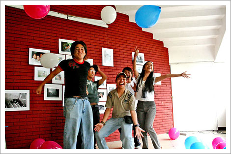 Fritz, Joma, Tupe, Kid, C-an and balloons