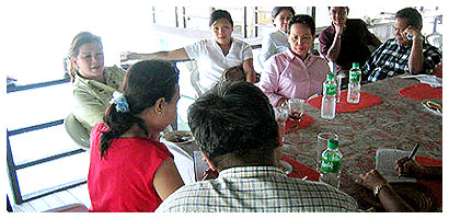 Mrs. de Venecia with grastronomically satisfied press people, uhuh