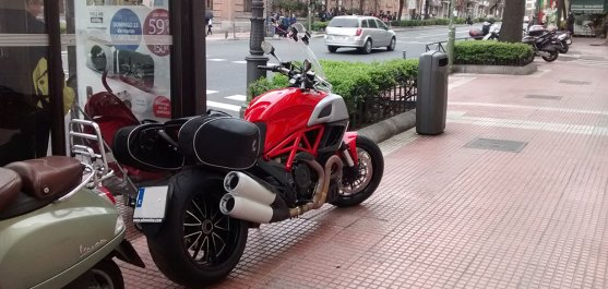 Ducati-Diavel-back