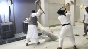Τζιχαντιστές καταστρέφουν αρχαία αγάλματα σε μουσείο