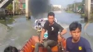 Μια μικρή βάρκα με έναν μεγάλο κινητήρα