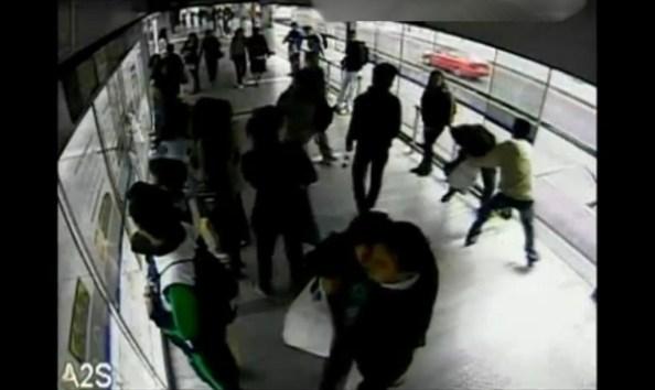 CAM-colombie-le-voleur-en-fuite-percute-par-un-bus