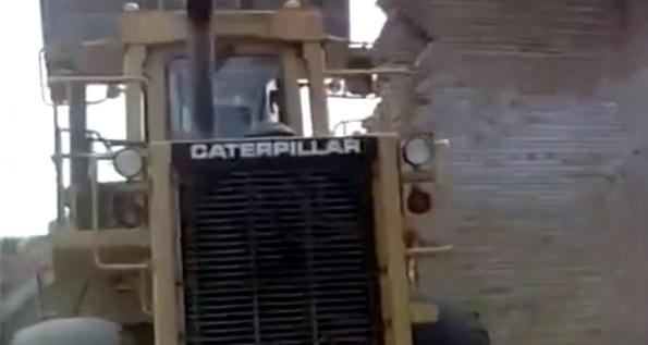 ET-des-detenus-s-evadent-a-l-aide-d-un-bulldozer