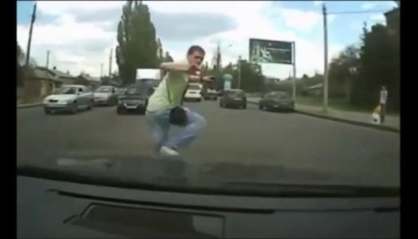 ET-un-conducteur-refuse-d-obtemperer-et-percute-un-pieton