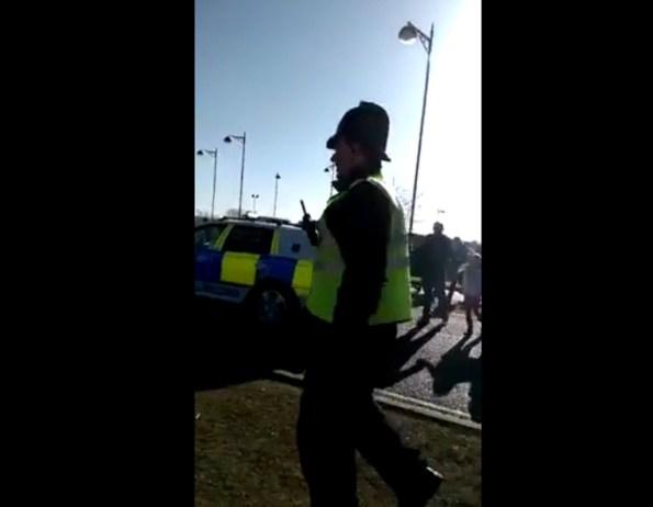 PERLES-regardez-ce-qu-il-arrive-a-ce-policier-distrait