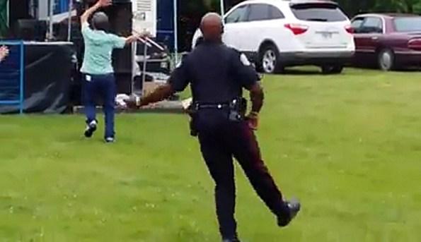 PERLES-un-policier-de-toronto-s-eclate-pendant-le-festival-de-jazz