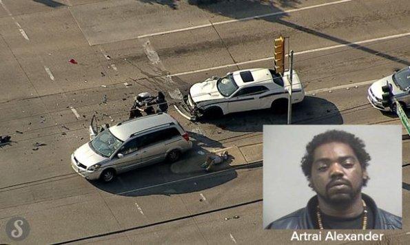 US-il-percute-un-vehicule-en-fuyant-la-police-et-se-fait-arreter-par-les-victimes-1