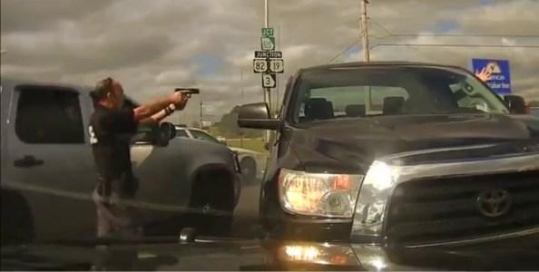 US-la-police-poursuit-un-fuyard-dashcam-en-hd