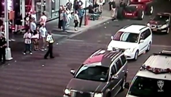 us-new-york-un-homme-jette-une-bombe-dans-une-voiture-de-police-en-circulation-2-2