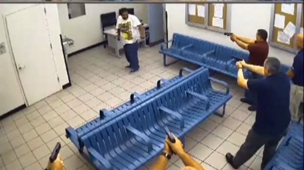 US-un-detenu-menace-policiers-et-surveillants-avec-un-couteau