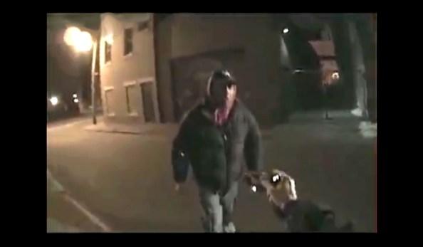 US-un-suspect-s-empare-du-taser-d-une-femme-policier