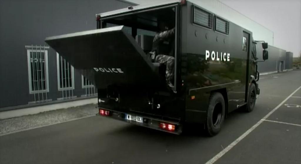 le nouveau camion d intervention mids de renault trucks defense videos de police com vid os. Black Bedroom Furniture Sets. Home Design Ideas