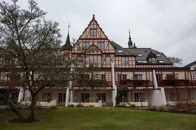Das Haupthaus des Moselschlösschens ist ein historisches Fachwerkhaus.