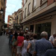 Els veïns copen el Carrer Major per tal d'aconseguir el 'Llibret de Festes' de la Mare de Dèu de Gràcia