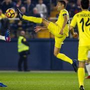 Les decisions arbitrals i les lesions priven al Villarreal d'emportar-se un bon resultat enfront del líder (2-3)