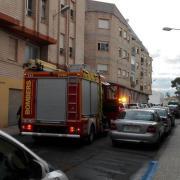 Els Bombers sufoquen un incendi en el carrer Santa Caterina