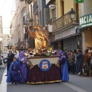 Els carrers de la ciutat acullen la desfilada processional de les confraries i germandats de Setmana Santa