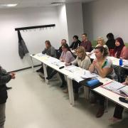 Els pares i mares de la ciutat comencen les sessions del curs de valencià