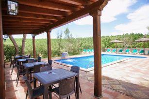 casa-rural-costa-brava-grupos-32-personas-piscina-privada-porche-barbacoa-villa-la-belladona-028
